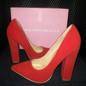 Shoe Republic Heels : Red